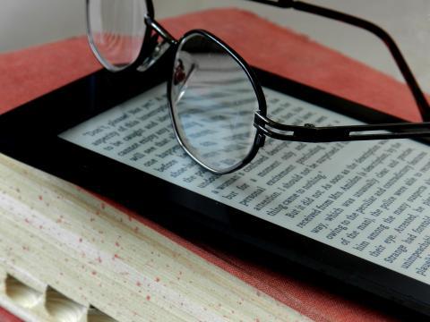 E-Readers Vs. Print Books - Which Do You Prefer?